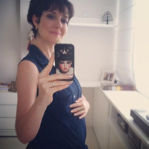 Larissa Maciel mostra o barrigão de 8 meses