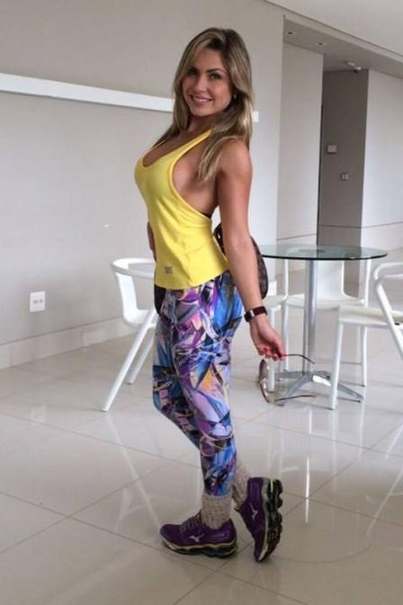 Ex-BBB Renatinha diz que voltou a malhar cinco dias após trocar o silicone: ?Quero perder 2kg?