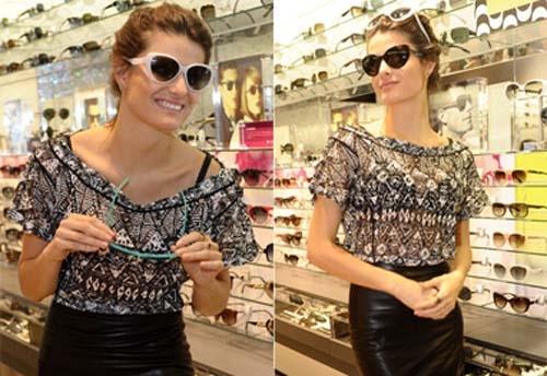 Isabelli Fontana esbanja estilo durante lançamento de uma coleção de óculos