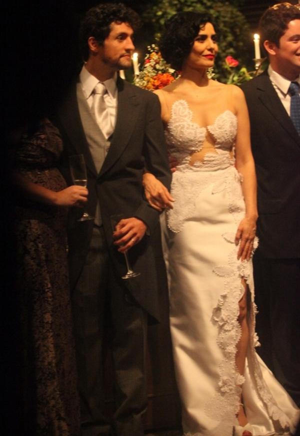 Letícia Sabatella e Fernando Alves Pinto se casam em cerimônia intimista