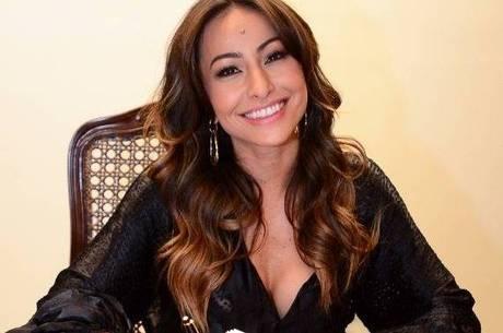 Sabrina Sato assina contrato com a Record; apresentadora estreia programa em 2014