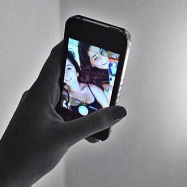 Após polêmica de foto íntima vazada, Carol Portaluppi posa em foto com amiga