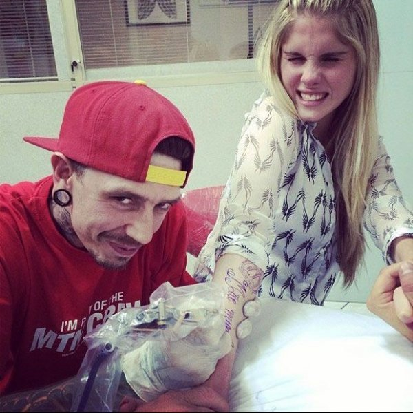Tatuagem de gosto duvidoso faz Bárbara Evans cancelar gravação com Silvio Santos