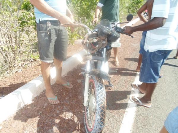 Após bebedeira, homem perde controle de moto e sofre grave acidente PI-366