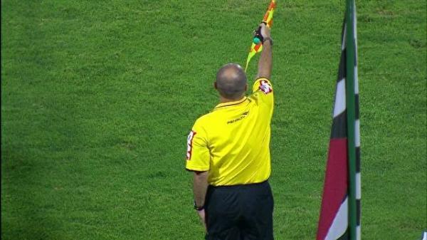 Erros de bandeirinhas ajudam Goiás e Timão e prejudicam São Paulo e Lusa