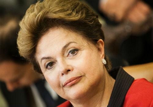 Dilma assina decreto que reajusta salário mínimo para R$ 724
