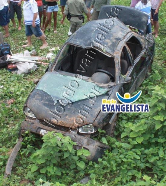 Grave acidente deixa carro destruido na BR-407 na cidade de Paulistana