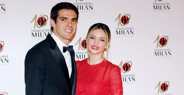 Jogador Kaká e Caroline Celico comemoram oito anos de casamento