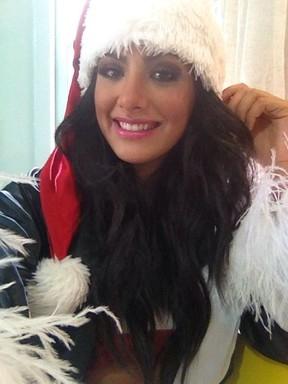 Que presentão! Mari Silvestre mostra corpão vestida de Mamãe Noel