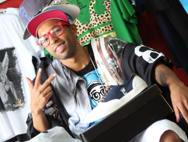 Artistas do funk ostentação mostram presentes que compraram