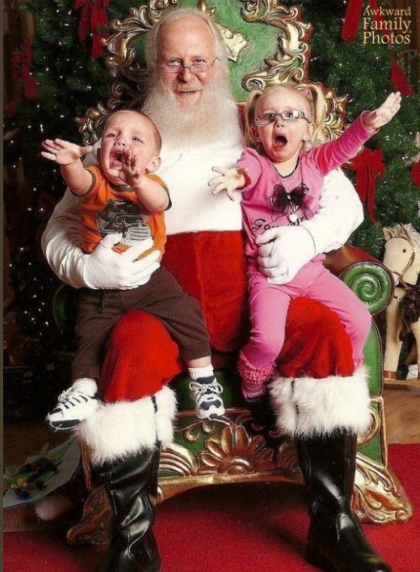 Veja as piores fotos tiradas de crianças com o Papai Noel