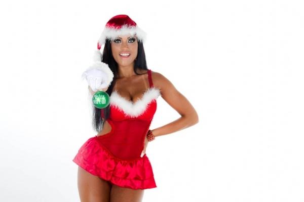 Veja beldades vestidas de Mamãe Noel sexy