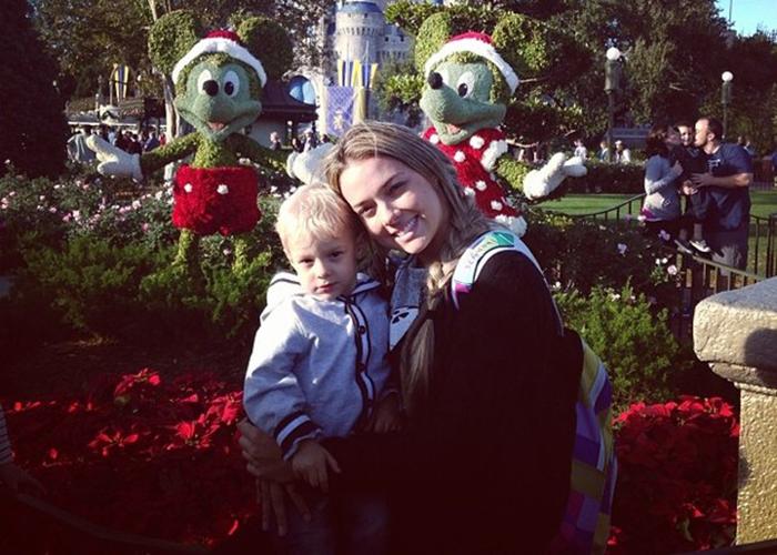 Filho de Neymar curte natal na Disney com a mãe Carol Dantas