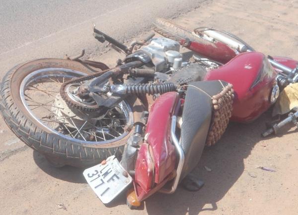 Mototaxista é arrastado por caminhonete em acidente em Altos