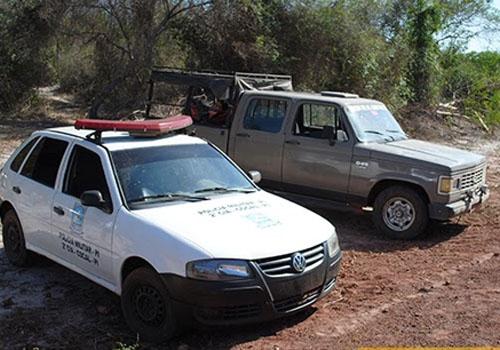 PM recupera D-20 tomada de assalto; bandidos estão escondidos na mata