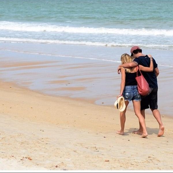 Alexandre Pato posta foto romântica com a namorada