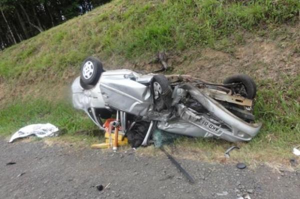 Colisão de dois carros mata pai e filha em estrada