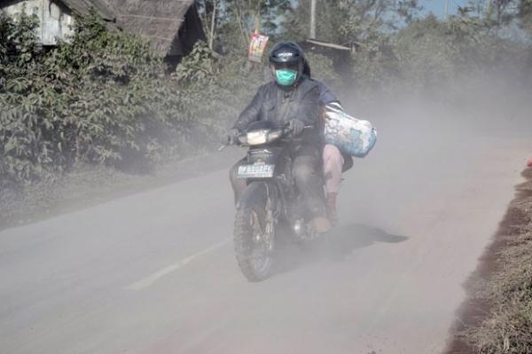 Erupção de vulcão na Indonésia provoca fuga de mais de 19 mil
