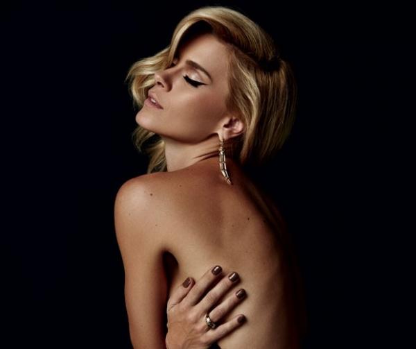 ?Claro que não parei! Gosto de tirar fotos sensuais para o meu marido?, afirma Carolina Dieckmann