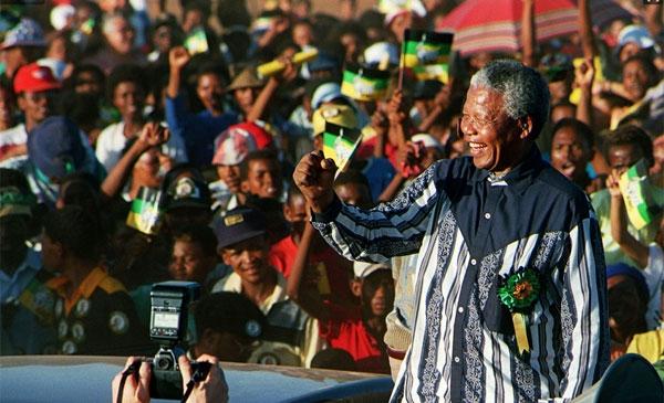 Aos 95 anos, morre líder sul-africano Nelson Mandela dentro de sua casa, em Johannesburgo - Imagem 1