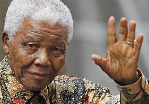 Aos 95 anos, morre líder sul-africano Nelson Mandela dentro de sua casa, em Johannesburgo