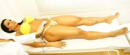 Gracyanne Barbosa mostra corpo estilo pele e músculos em dia de tratamento estético
