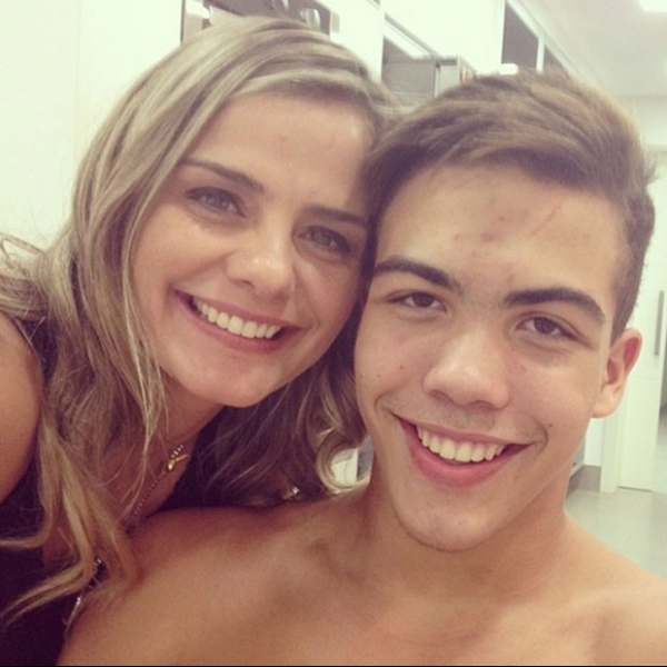 Milene Domingues posa com o filho, Ronald: