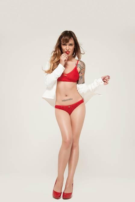 Ex-BBB e apresentadora de programa erótico, Bianca Jahara não gosta de bumbum grande e coxas grossas