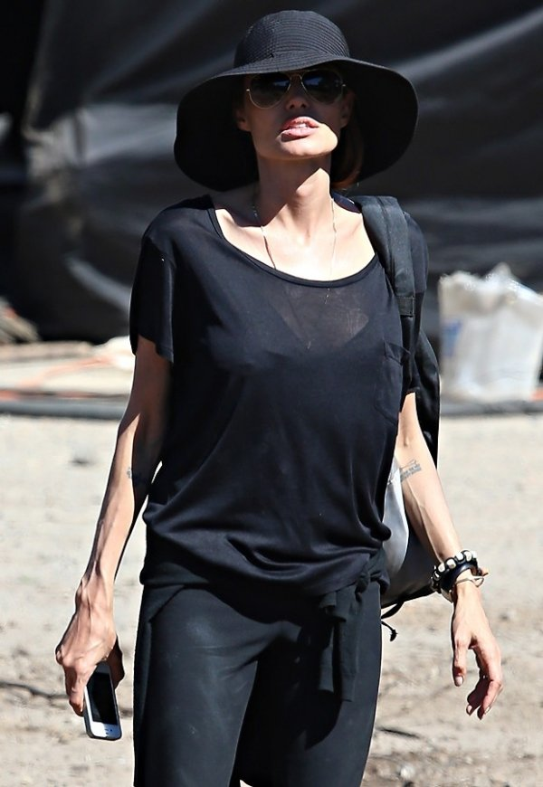 Magreza e veias saltadas nos braços de Angelina Jolie chamam atenção em set