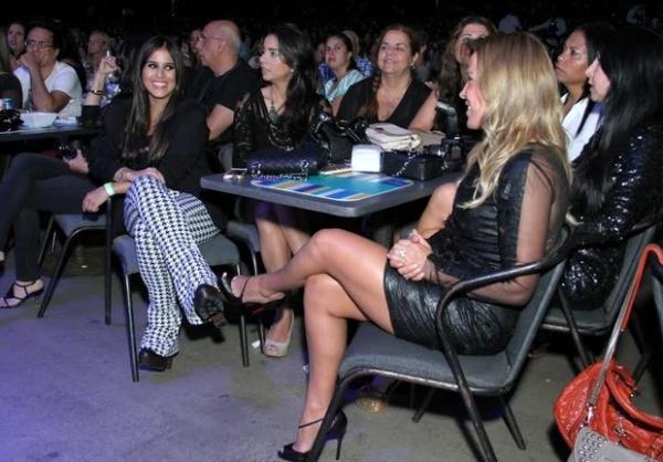Revival? Zilu vai ao show de Zezé di Camargo no Rio com a filha