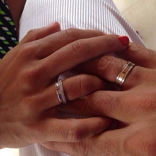 Ronaldo mostra aliança de noivado e se declara para Paula Morais: