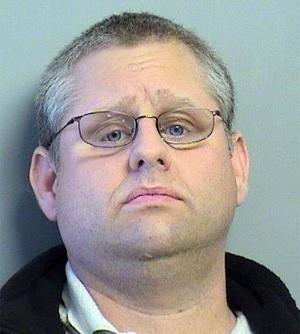 Americano é preso após ato sexual em banheiro feminino de loja