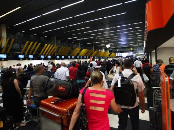 Após caos de sábado, Gol registra atraso em 15% dos voos