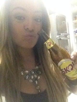 Monique Amin faz dieta para ficar magra, mas não dispensa cervejinha