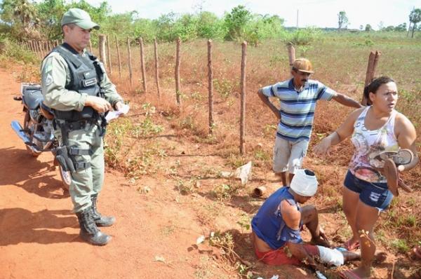 Jovem ficam feridos após colidir moto com cerca de arame farpado no interior do Piauí