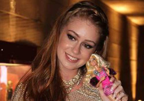Marina Ruy Barbosa confere desfile inspirado em Barbie