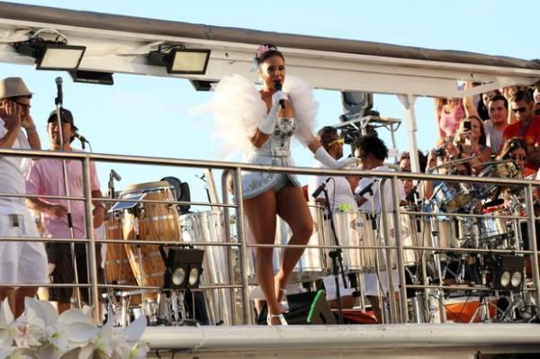 Com calcinha pequena, Ivete diz que extrapolou os limites da beleza no Carnaval