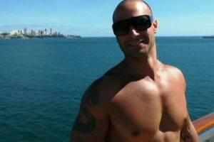 Familiares reconhecem o corpo de jovem que caiu de cruzeiro