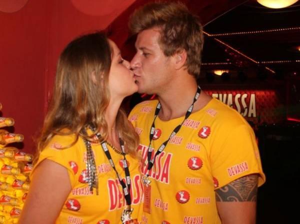Famosos aproveitam momentos do carnaval para um clima de romance; fotos!