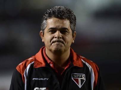 Ney Franco mostra preocupação com arbitragem e pressão de Cuca