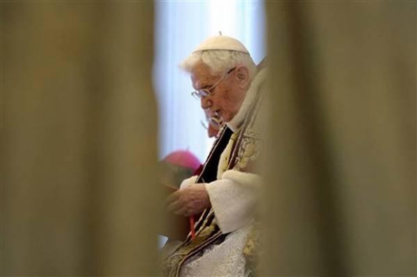 Em Missa de Cinzas no Vaticano, Papa Bento XVI critica