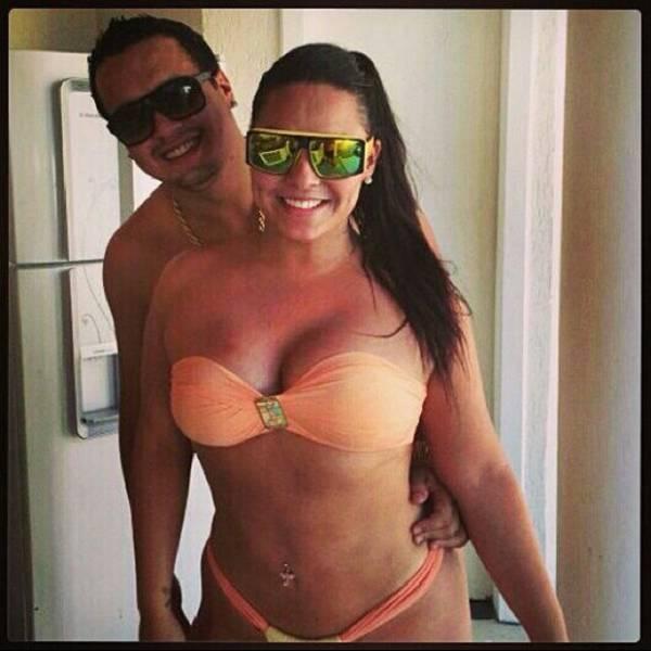 Mulher Melancia posta  foto de biquíni curtindo  solzinho com seu