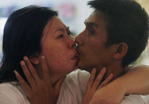 Casal tailandês se beija por mais de 58 horas e quebra recorde