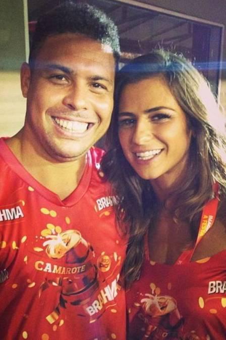 Ronaldo Fenômeno tem namorada Paula Moraes como vigilante de sua forma física