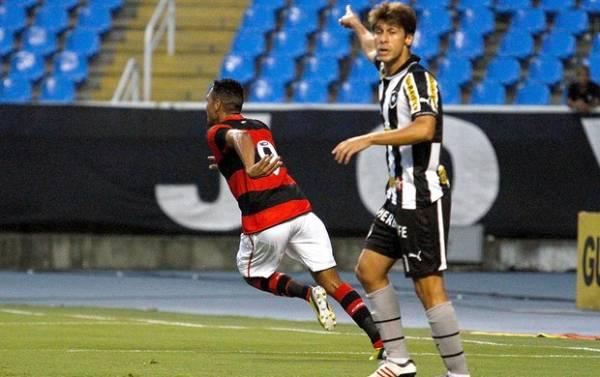 Com gol de artilheiro, Flamengo bate por 1 a 0 Botafogo e garante vaga nas oitavas