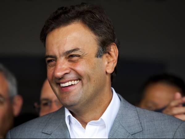 De olho em 2014, Aécio vai criticar Dilma e apontar fracassos do PT