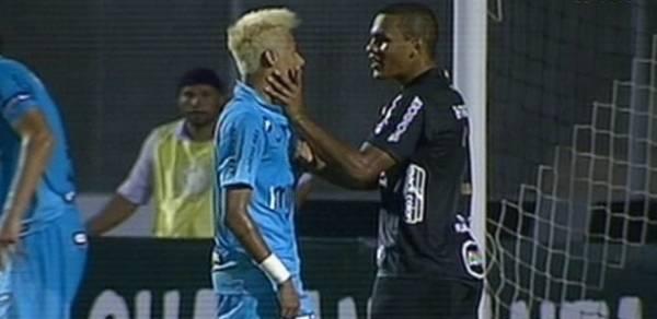 Neymar chega a quinta expulsão da carreira mantendo sina de reclamar