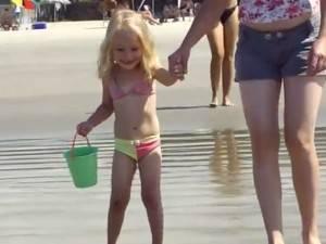 Um ano após a morte da filha em praia, mãe chora: