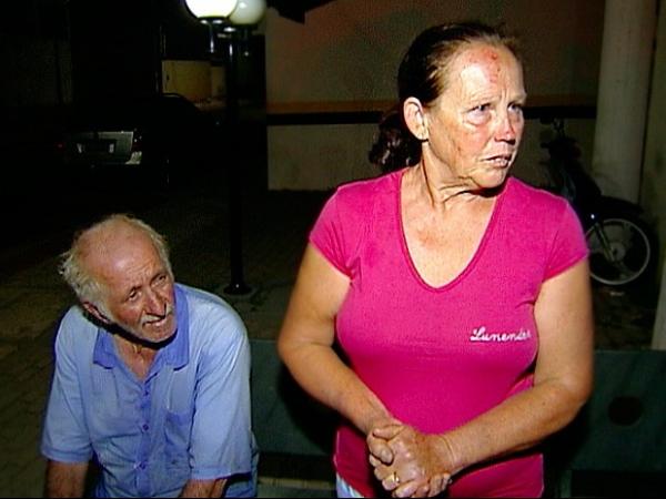 Carro de sequestradores capota com vítima idosa no porta-malas