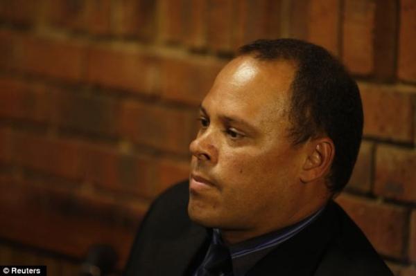 Detetive que acusa Pistorius de ter matado a namorada é suspeito de sete homicídios
